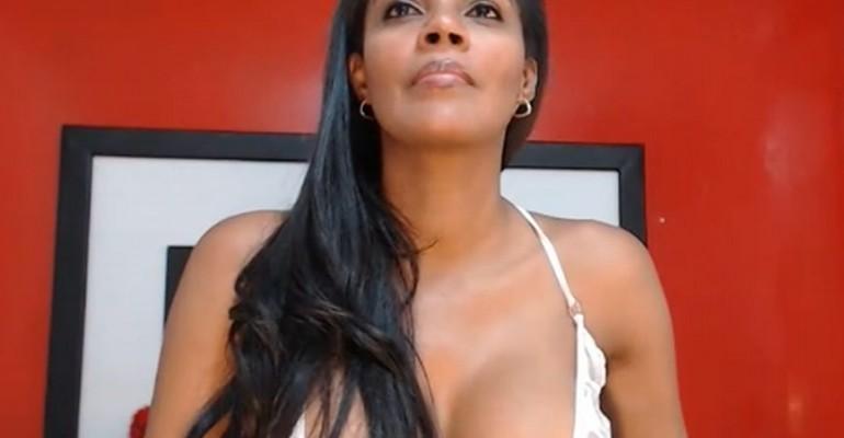 Ebony girl live on sex cam